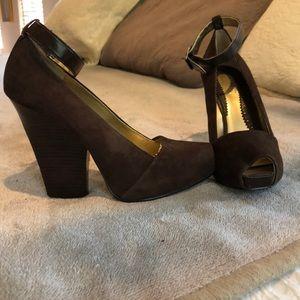 Zinc wedgie heels